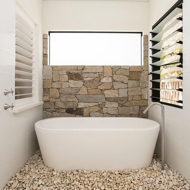 Интерьер ванной с крупными элементами