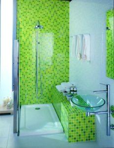 Зеленый цвет мозаики в ванной