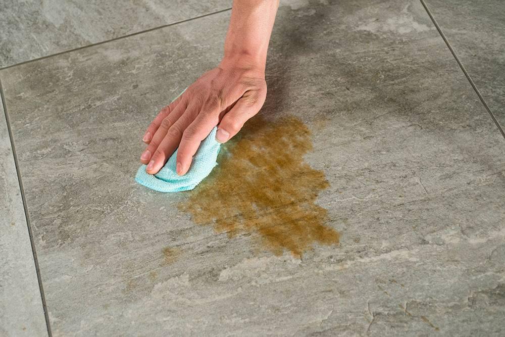 удалить пятно на плитке