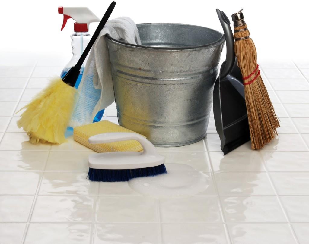 Как можно быстро почистить плитку